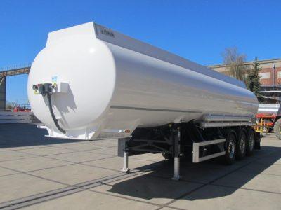 Полуприцеп STOKOTA для транспортировки светлых нефтепродуктов